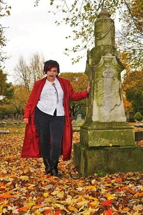 Vampire Girl in Lakeview Cemetery
