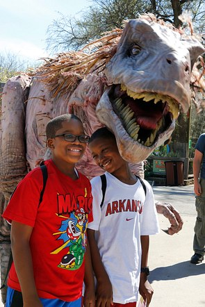 Dinosour petting zoo USA 2013