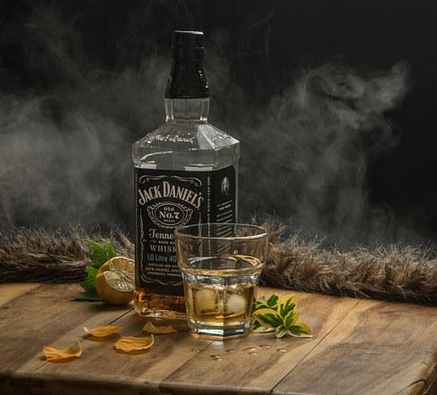 Whiskey mist .. .